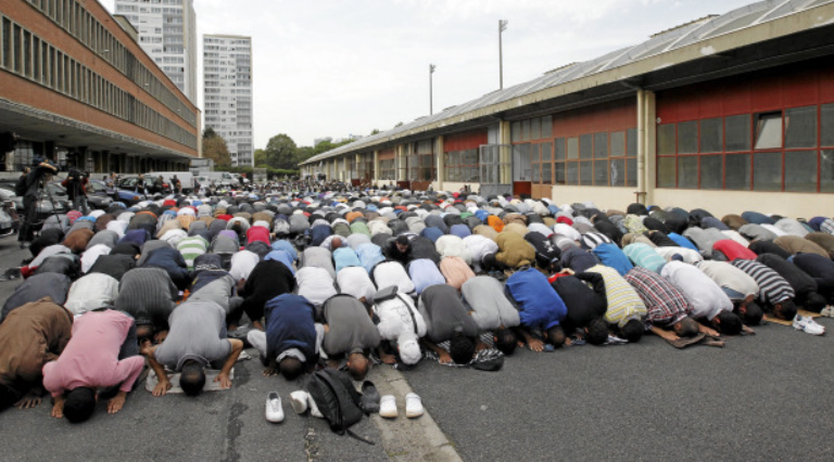 Betende Muslime in Paris