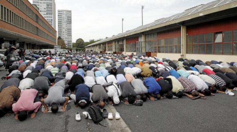 Betende Muslime in Paris